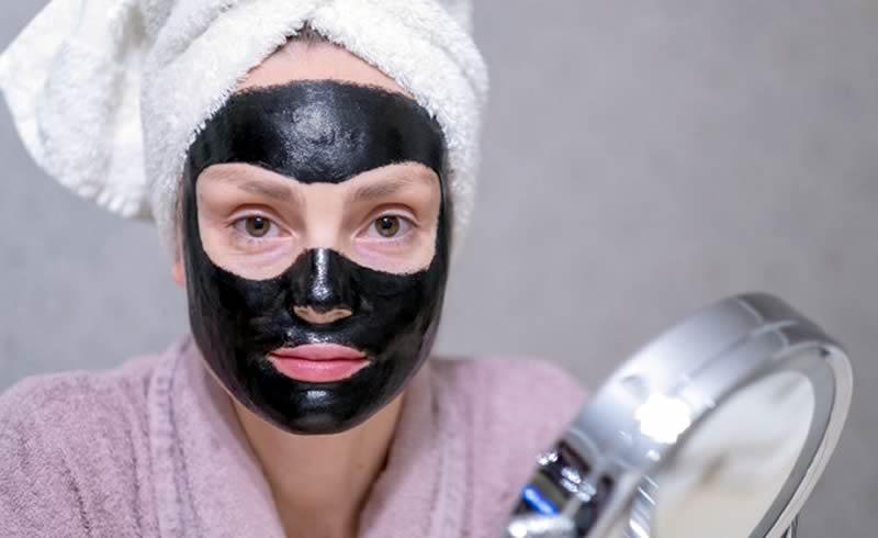 Limpieza de la piel con carbón activo